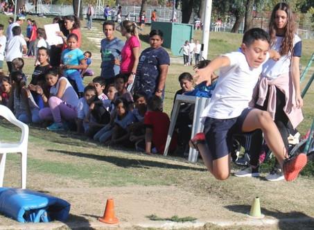 Más de 250 estudiantes participaron de un Intercolegial de Atletismo