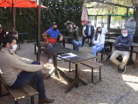 Funcionarios se reunieron con gastronómicos para analizar los alcances del decreto presidencial