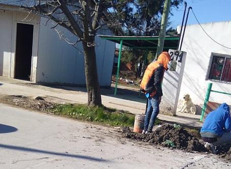 Detienen a dos personas mientras rompían el pavimento para hacer una conexión clandestina de agua