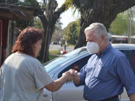 Rubén Romano recorrió Las Acacias y charló con vecinos sobre los problemas del barrio