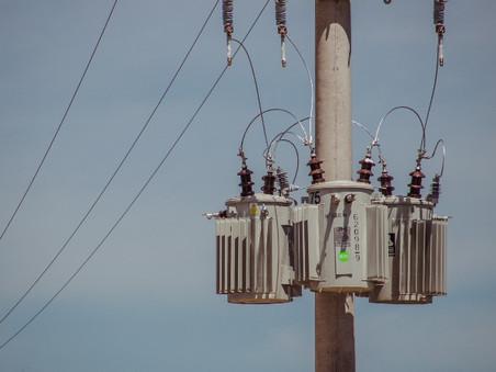Normalizan el suministro eléctrico a 600 familias de Las Praderas y 21 de Septiembre