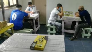 Cerca de 800 privados de libertad de 23 cárceles bonaerenses juegan al ajedrez de manera sistemática
