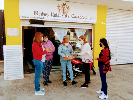 La Asociación Creando Nexos donó material de difusión a las Madres Unidas de Campana