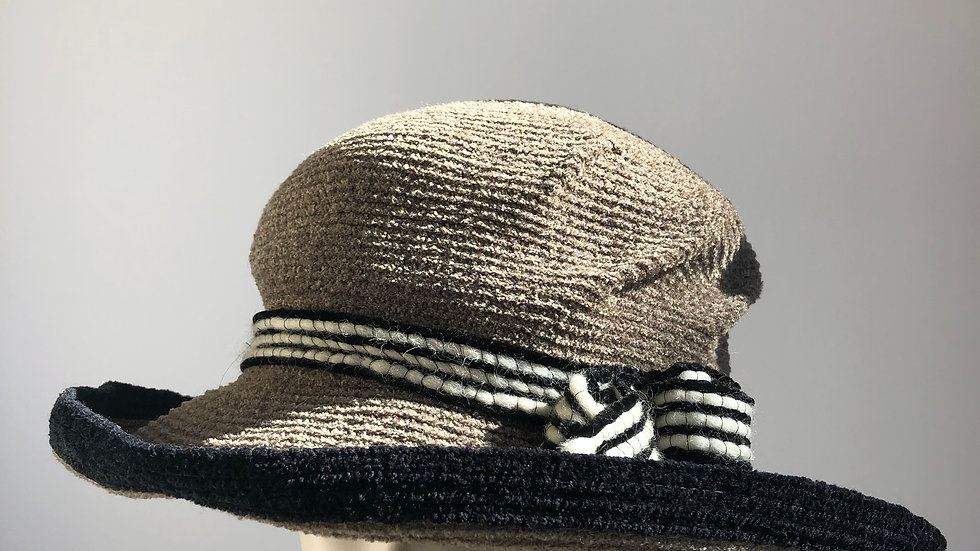 Chenille brimmed (taupe with black)