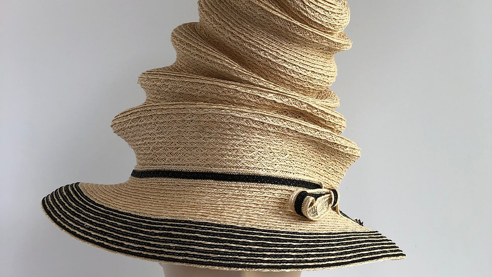 Tiered top hat  (nat'l with black edge)