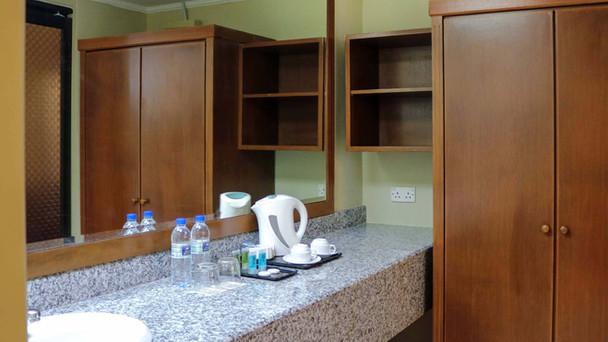 Junior Suite 05-01.jpg