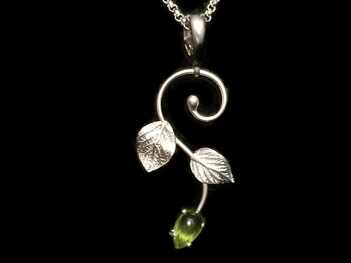 Hydrangea Leaves Vine Pendant with Peridot