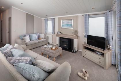 int-edmonton-lodge-lounge-front-to-rear-towards-fire-swift.jpg