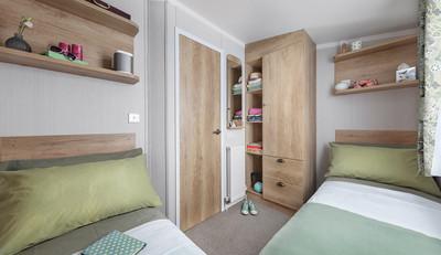 int-burgundy-35-x-12-2b-twin-bedroom