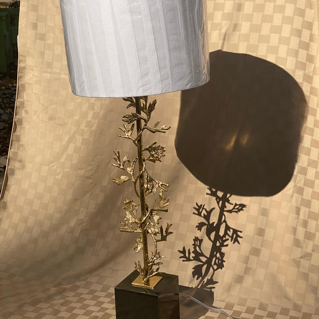 Sculpted Botanical Table Lamp