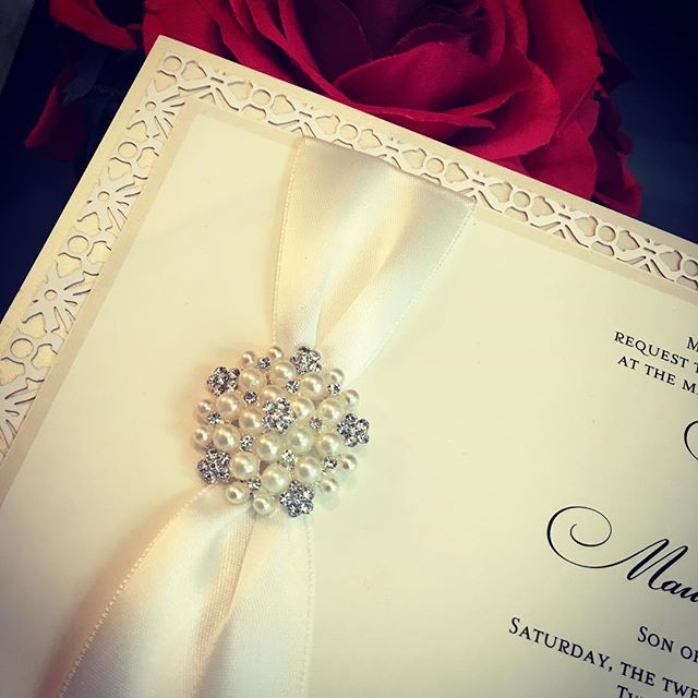 custominvitations #luxuryinvitations #handmadeinvitations #weddinginvitations #sweetsixteeninvitatio
