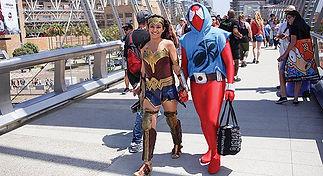Wonder-Woman-and-Batman-Comic-Con-San-Di