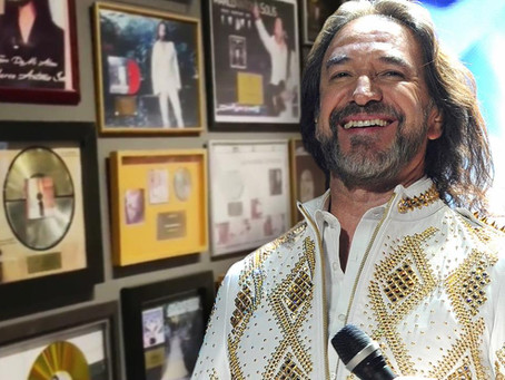 El Museo del GRAMMY reabre con una exposición dedicada a 'El Buki' con objetos únicos del cantante