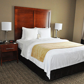 Comfort Inn Suites Sturbridge Rooms Whirlpool Suite