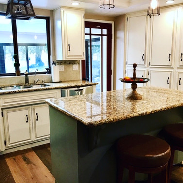 Cabinets with Contrasting Island