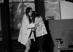 Casta abraza a Tonya