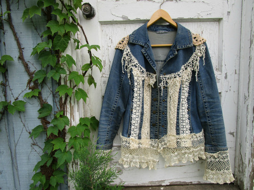 fe3bcf5382e2 Romantic shabby chic lace denim jacket, size Small Medium.  ------------------------------------------------------------------------------------