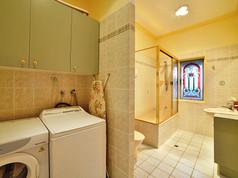 Cottage-2-bathroom-and-laundry.jpg