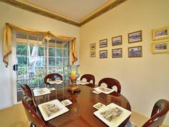 Cottage-2-dining.jpg