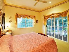 Cottage-2-Main-bedroom (2).jpg
