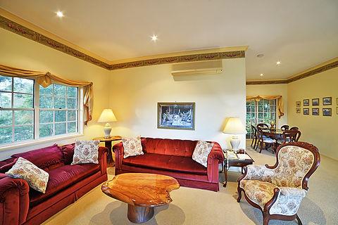 Cottage-2-lounge-dining.jpg