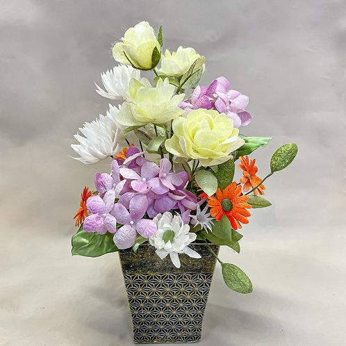 お花いっぱいモダン和風花器のアレンジメント