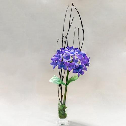 紫陽花と枝炭の一輪挿しアレンジメント
