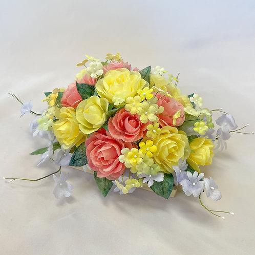 元気が出る色合いのお花を集めたアレンジメント