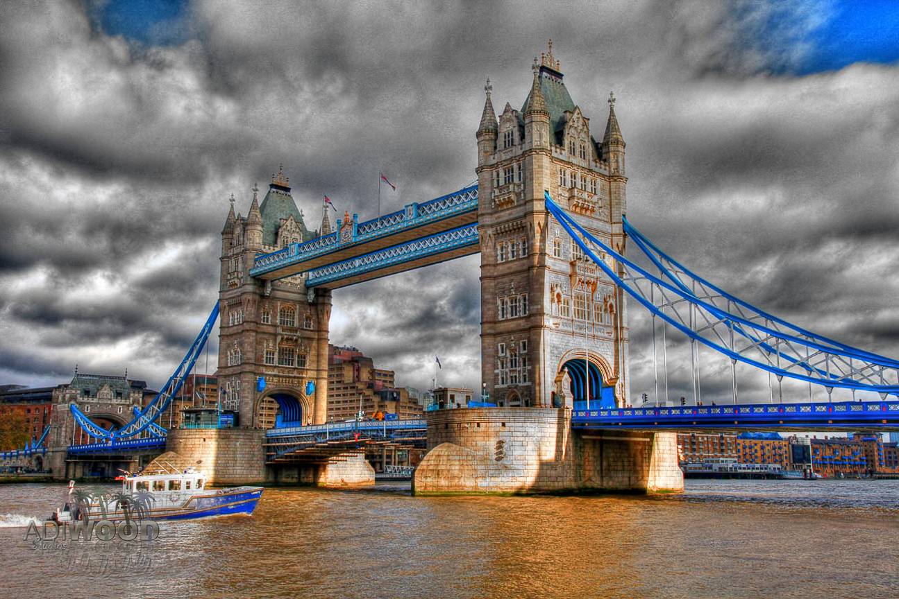 Tower Bridge - Boat