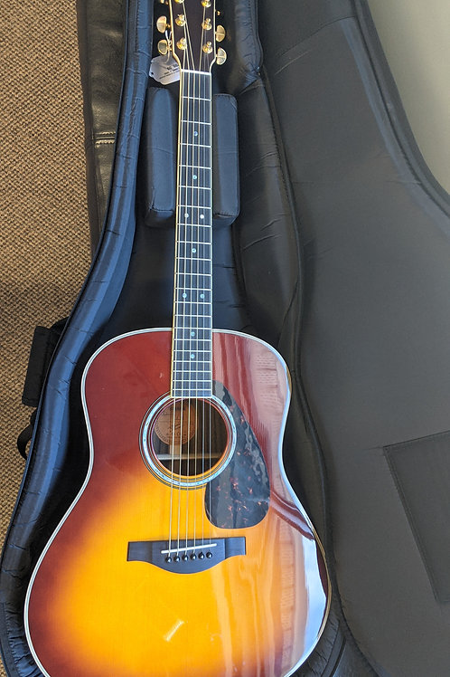 Yamaha LL16-ARE with Case