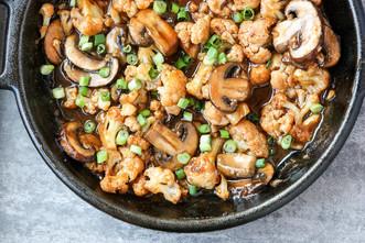 Vegan General Tso Cauliflower & Mushrooms