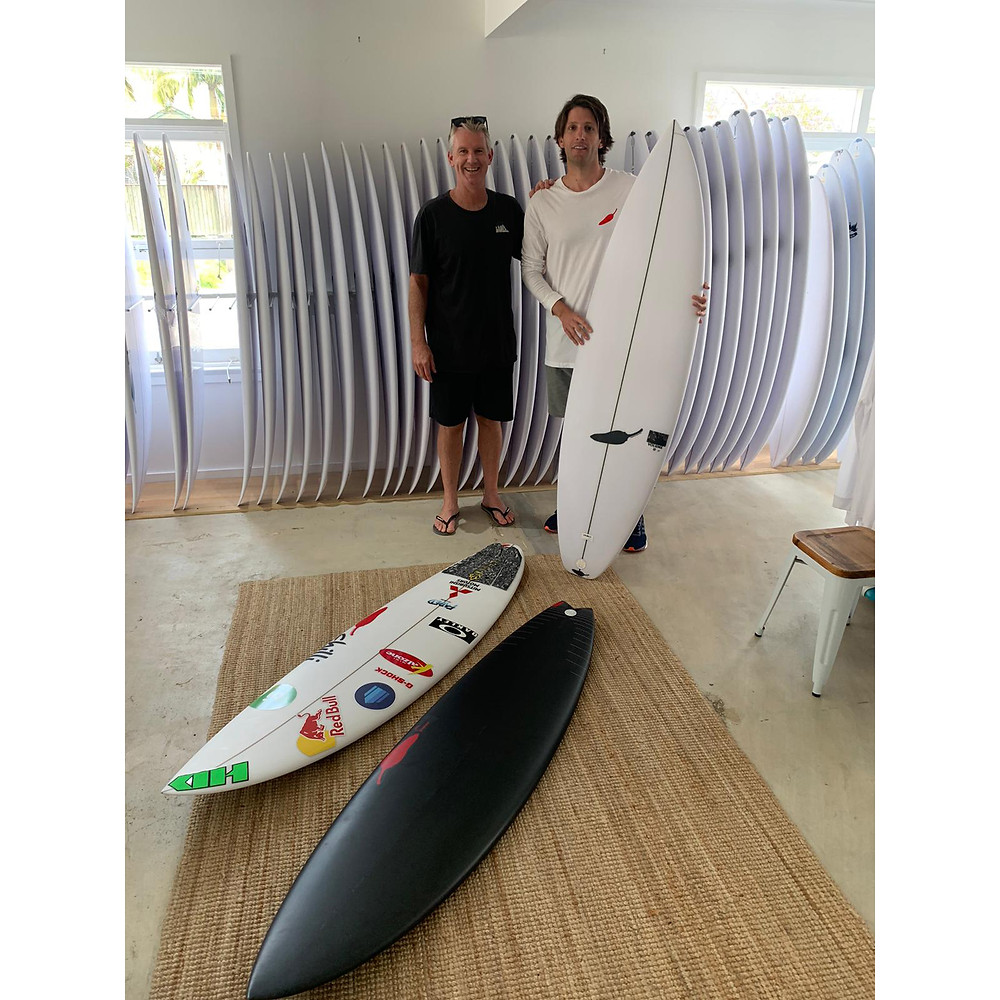James y Olaf en Chilli Surfboard Headquarters - Mona Vale