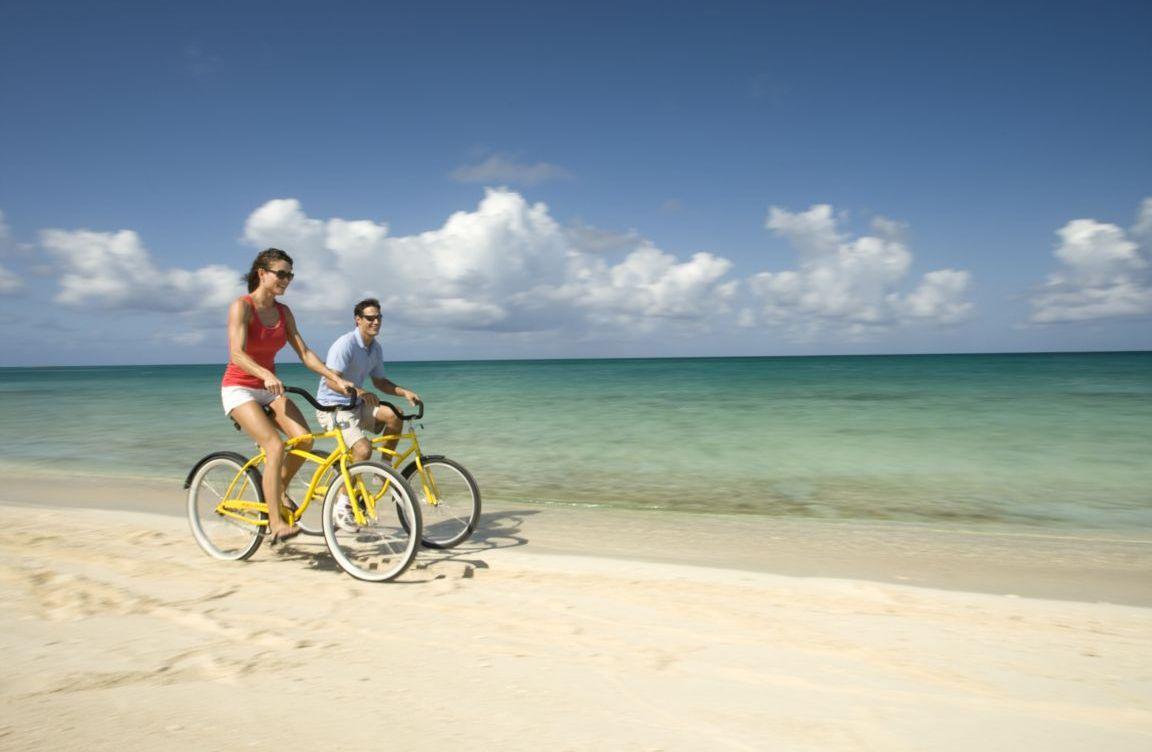 beach-bike-on-sunset-beach-eleuthera-bahamas+1152_12783670437-tpfil02aw-24126.jp