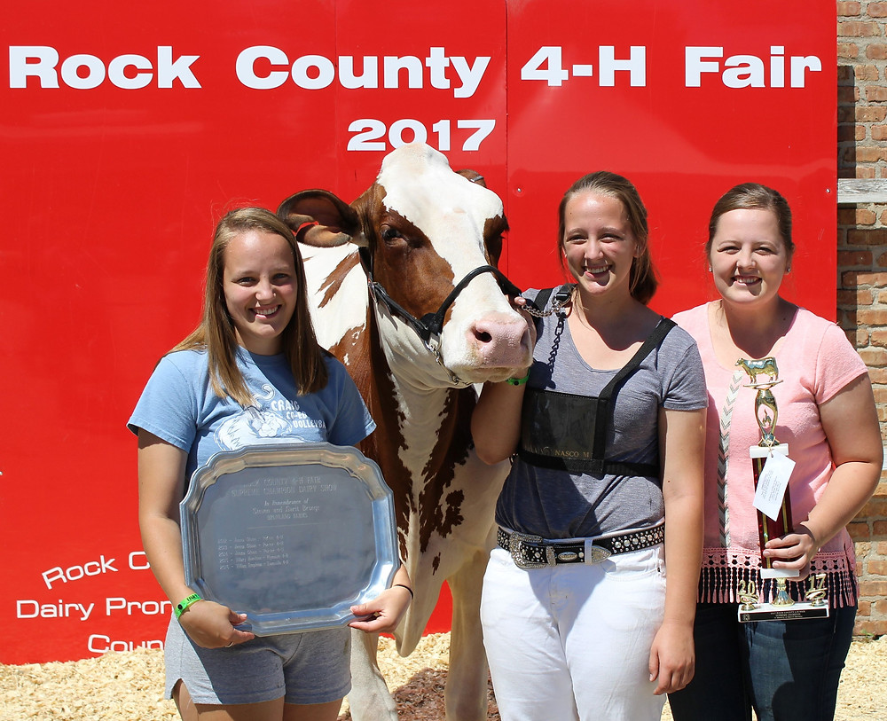 Top Alice in Dairyland Candidate Kristen Broege and her sisters.