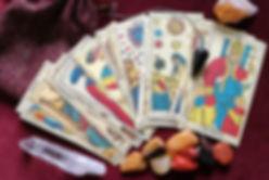 jugando-con-el-tarot-terapeutico.jpg