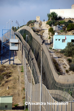 06-Melilla_L'enclave emmurée_2013