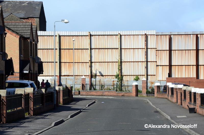 05-Belfast_Mur entourant un quartier_201