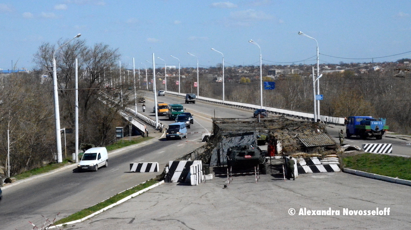 65-AN-Dniestr-Bender-Russian Checkpoint on the Bridge_2015