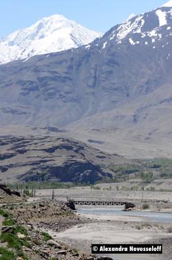 111-AN-Piandj-Ishkhashim-Bridge in the valley_2015