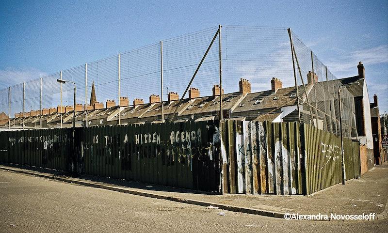 04-Belfast_Vivre_emmurés_2006