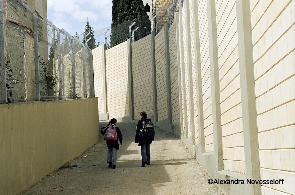 07-Abu Dis_Chemin de l'école_2007