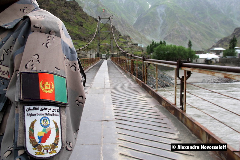 101-AN-Piandj-Darvaz Bridge-Soldat afghan_2015