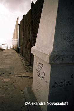 01-Tijuana_Limits_2006