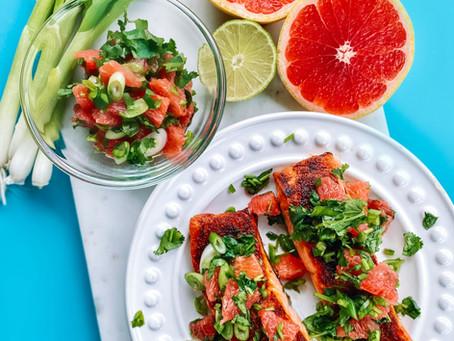 Broiled salmon with grapefruit salsa