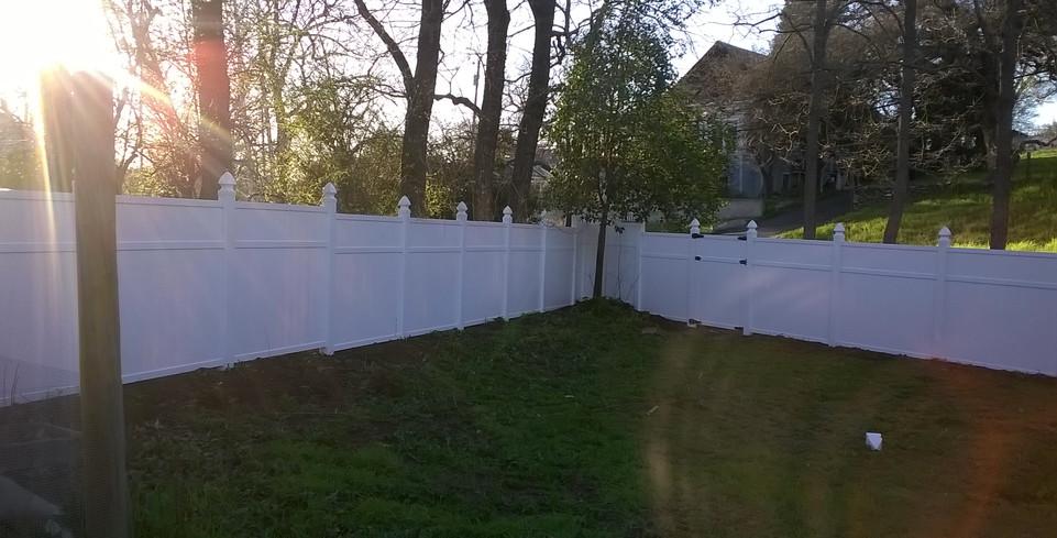 6ft White steped vinly pre-made panels.jpg