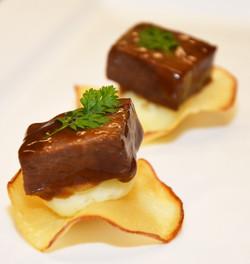 Braised shortrib, yukon gold mash, tapioca crisp