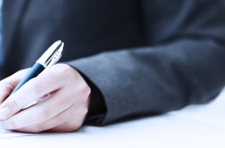 Como sua empresa faz a gestão de contratos?