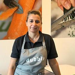 Debora vous accueille dans son restaurant