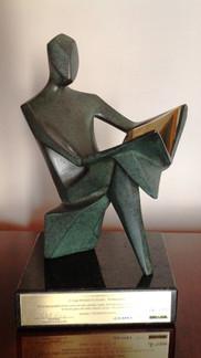 1._Escultura_múltiplo_de_50_Homem_Lendo_