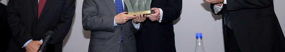 Presidente_da_Colombia_recebendo_o_trofé